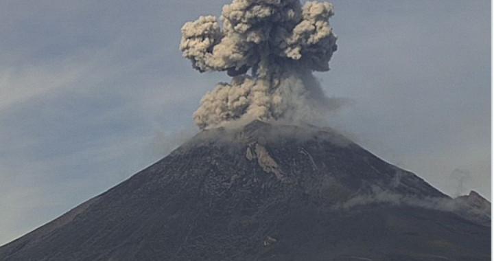 Reporta Popocatépetl explosión en la madrugada