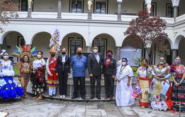 Cultura impulsa tradiciones de Puebla con concurso de trajes típicos