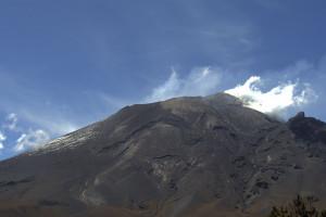 Reportan 102 exhalaciones del volcán Popocatépetl