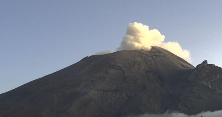 Reporta Popocatépetl 130 exhalaciones y 70 minutos de tremor
